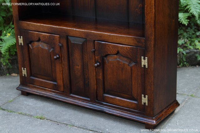 Image 28 of TITCHMARSH AND GOODWIN STYLE OAK BOOKCASE CABINET CUPBOARD
