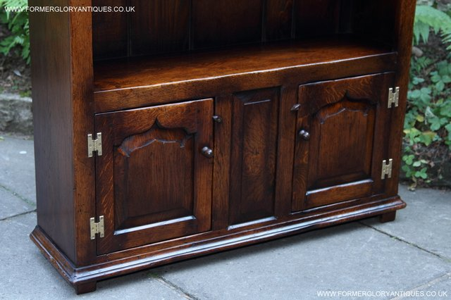 Image 36 of TITCHMARSH AND GOODWIN STYLE OAK BOOKCASE CABINET CUPBOARD