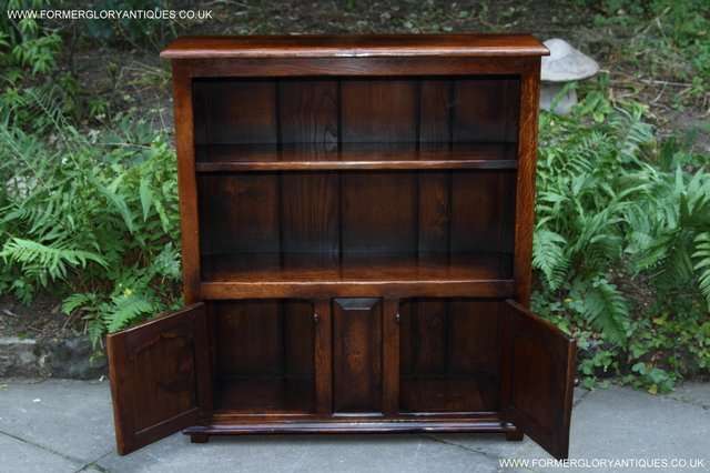 Image 37 of TITCHMARSH AND GOODWIN STYLE OAK BOOKCASE CABINET CUPBOARD
