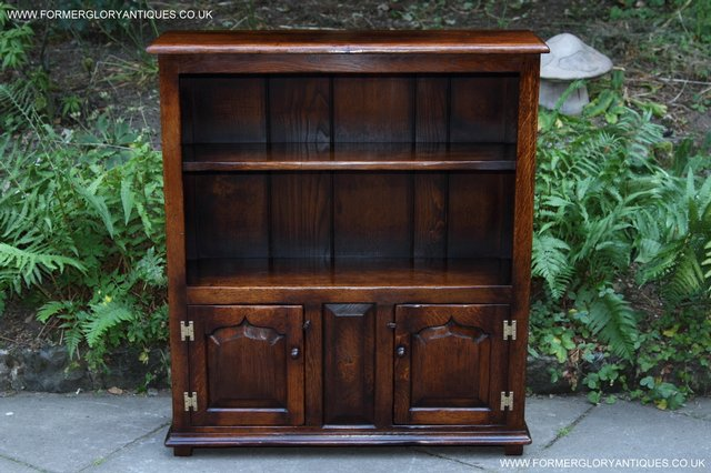 Image 39 of TITCHMARSH AND GOODWIN STYLE OAK BOOKCASE CABINET CUPBOARD