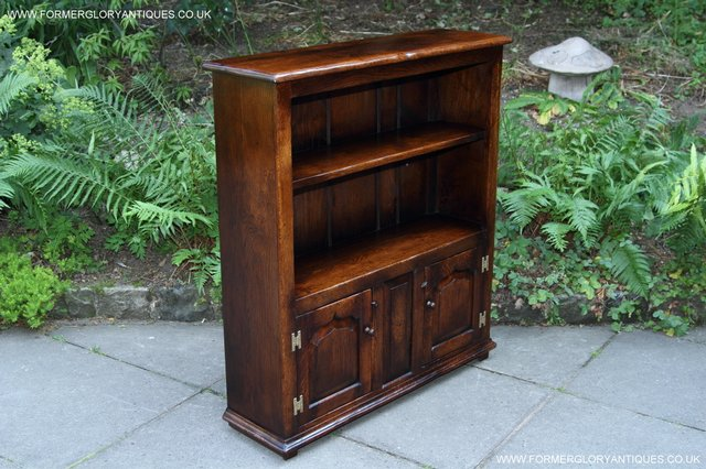 Image 40 of TITCHMARSH AND GOODWIN STYLE OAK BOOKCASE CABINET CUPBOARD