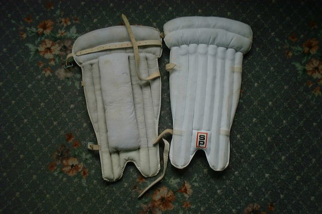 Preview of the first image of vintage 80s cricket pads (WK).