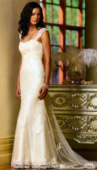 Image 2 of Essense Shadow D586 Wedding Dress