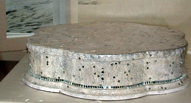 Image 2 of PETAL SHAPED MARBLED EFFECT CAKE STAND