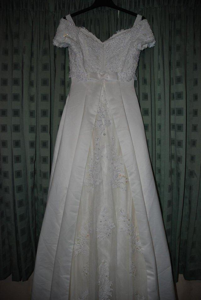 Preview of the first image of Beautiful Ivory Wedding Dress / Prom Dress.