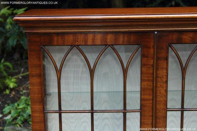 Image 12 of BEVAN FUNNELL MAHOGANY DISPLAY CHINA CABINET BOOKCASE