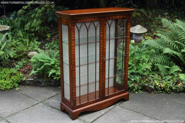 Image 15 of BEVAN FUNNELL MAHOGANY DISPLAY CHINA CABINET BOOKCASE