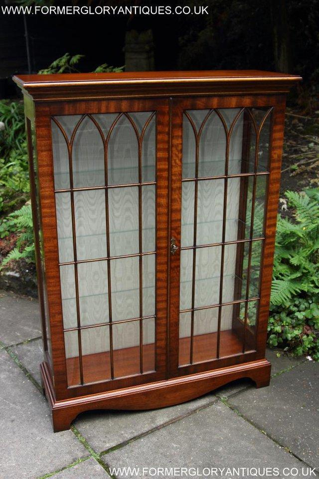 Image 18 of BEVAN FUNNELL MAHOGANY DISPLAY CHINA CABINET BOOKCASE
