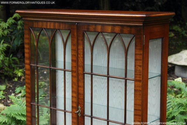 Image 19 of BEVAN FUNNELL MAHOGANY DISPLAY CHINA CABINET BOOKCASE