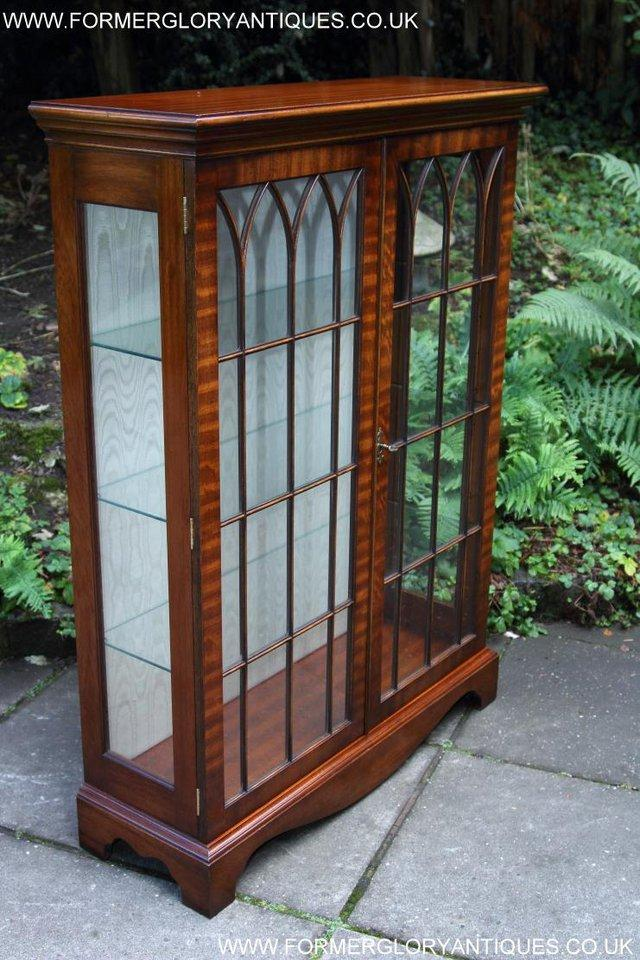 Image 21 of BEVAN FUNNELL MAHOGANY DISPLAY CHINA CABINET BOOKCASE