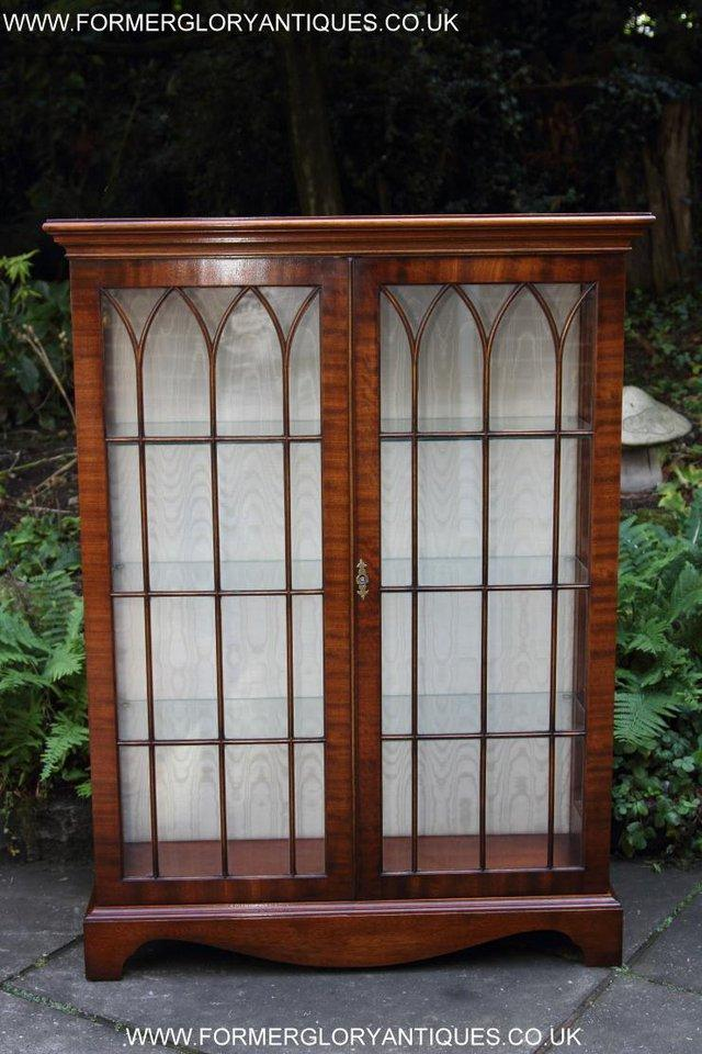 Image 26 of BEVAN FUNNELL MAHOGANY DISPLAY CHINA CABINET BOOKCASE