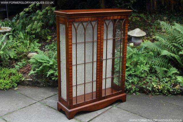 Image 27 of BEVAN FUNNELL MAHOGANY DISPLAY CHINA CABINET BOOKCASE