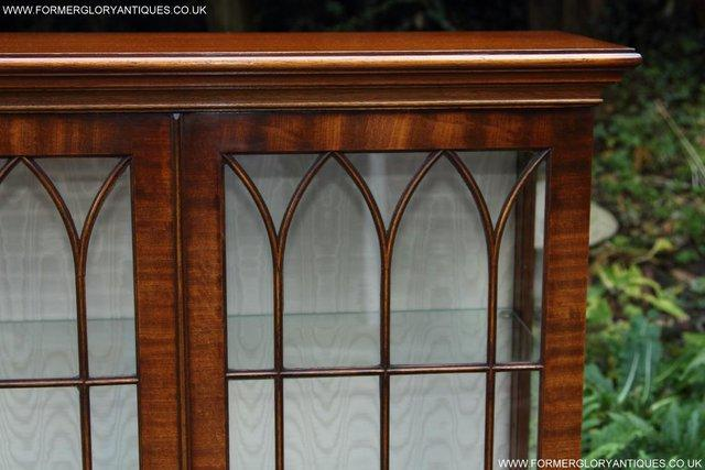 Image 28 of BEVAN FUNNELL MAHOGANY DISPLAY CHINA CABINET BOOKCASE