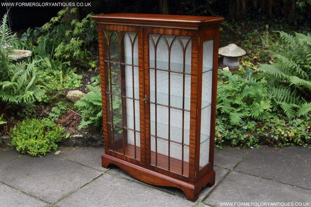 Image 29 of BEVAN FUNNELL MAHOGANY DISPLAY CHINA CABINET BOOKCASE