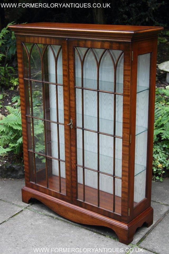 Image 30 of BEVAN FUNNELL MAHOGANY DISPLAY CHINA CABINET BOOKCASE