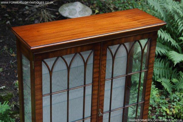 Image 34 of BEVAN FUNNELL MAHOGANY DISPLAY CHINA CABINET BOOKCASE