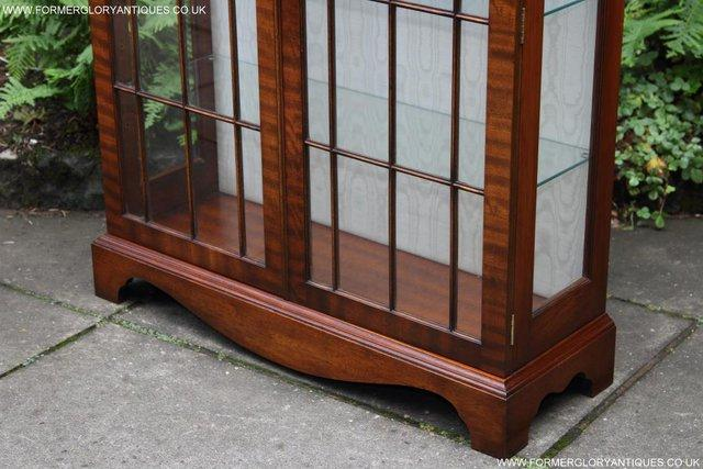 Image 37 of BEVAN FUNNELL MAHOGANY DISPLAY CHINA CABINET BOOKCASE