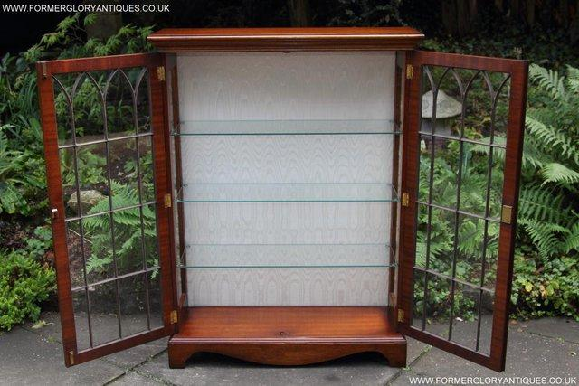 Image 40 of BEVAN FUNNELL MAHOGANY DISPLAY CHINA CABINET BOOKCASE