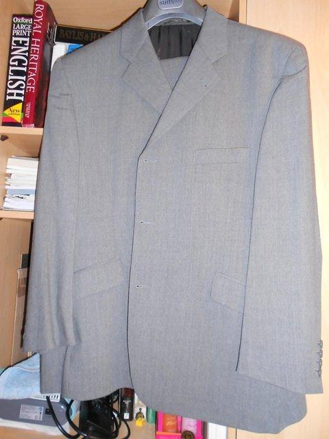 Preview of the first image of DANIEL HECHTER MEN'S SUIT.