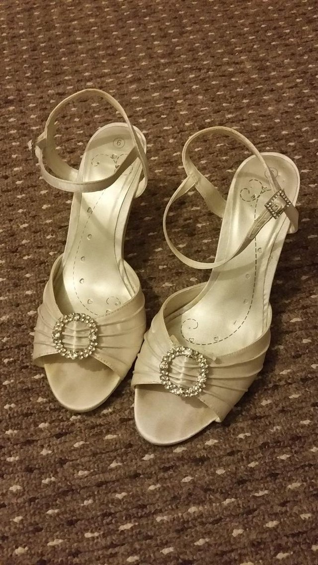 Preview of the first image of Ivory Bridal Shoes Size 6.