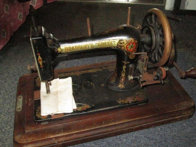 Bradbury Soeze Hand Crank Sewing Machine For Sale In Scunthorpe N Simple Vintage Hand Crank Sewing Machine
