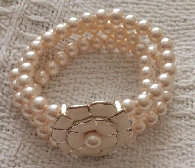 Image 2 of Beautiful Coleen Rooney's womens faux pearl bracelet