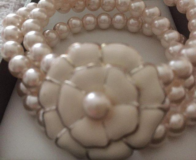 Image 3 of Beautiful Coleen Rooney's womens faux pearl bracelet