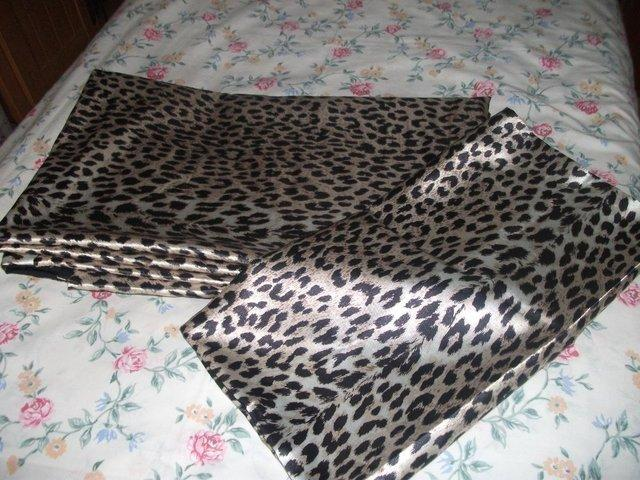 Preview of the first image of SINGLE LEOPARD PRINT DUVET SET.