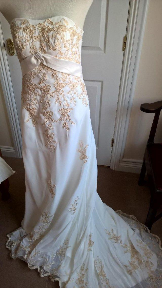 Brand New Cream Wedding Gown With Gold Embroidery Rhinestone