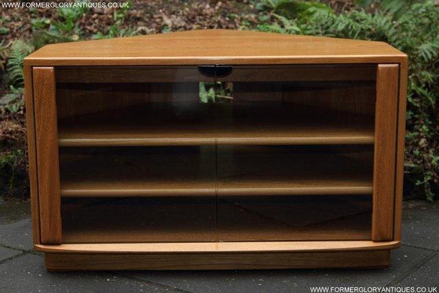 Image 28 of ERCOL WINDSOR LIGHT ELM CORNER TV CABINET STAND TABLE UNIT