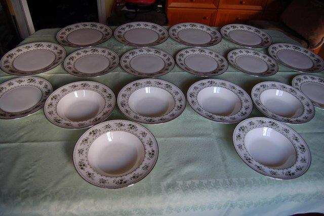 This is Royal Doulton quality fine bone china in a very pretty green pattern H5015 called Valleygreen produced in the early 1980s. & royal doulton plates - Second Hand Cutlery and Crockery Buy and ...