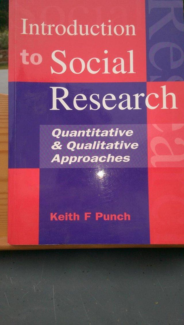 qualitative and quantitative approaches to research Quantitative versus qualitative research methods let me summarize the key features of both methods: qualitative research tries to understand the context and has a holistic approach.