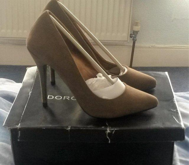 Preview of the first image of Dorothy Perkins suede khakhi high heels size 5.