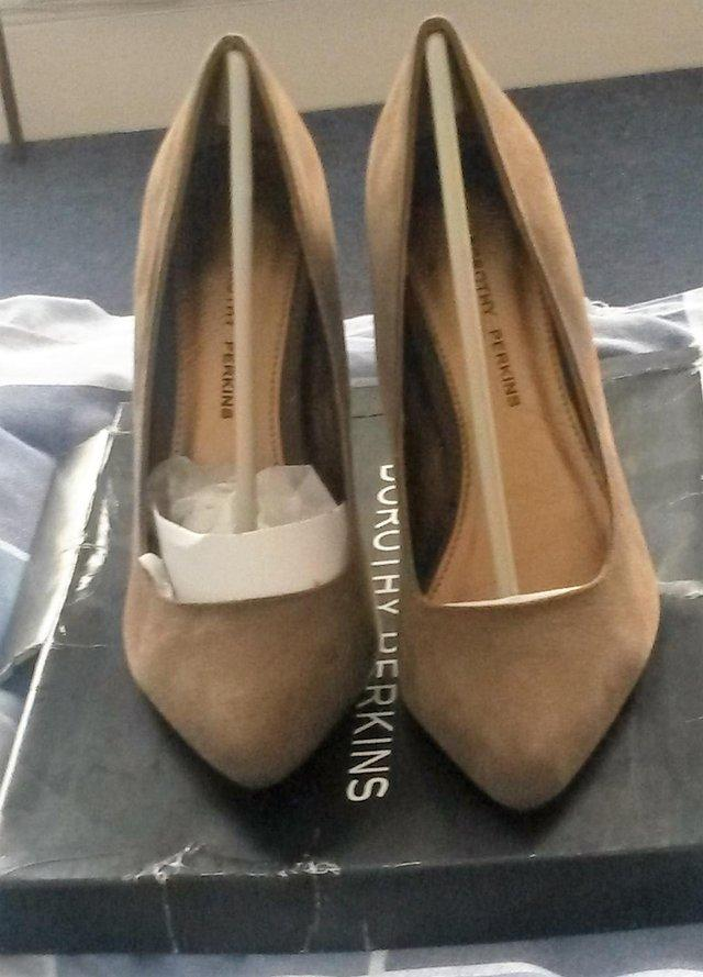 Image 3 of Dorothy Perkins suede khakhi high heels size 5