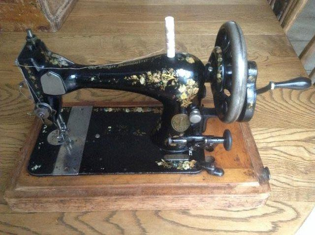 C 40 Antique SINGER SEWING MACHINE In Full Working Conditi For Impressive Vintage Singer Sewing Machine For Sale Uk