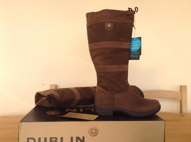 110d4c96efb They are a ladies wide fit size 11 boot. As can be seen in photo never been  worn. These boots retail at around £140.
