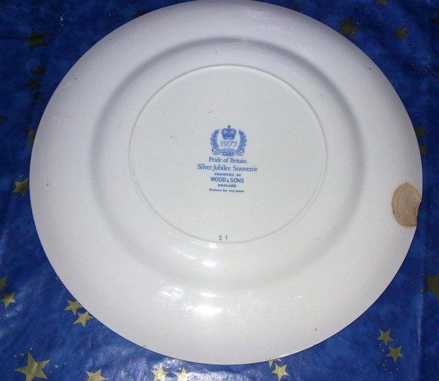 Image 3 of Queen Elizabeth II Silver Jubilee Tankard mug matching Plate