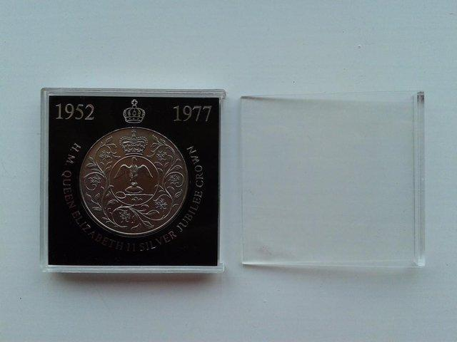 Image 2 of 1977 Great Britain 25 New Pence Coin KM# 920 (aFDC)