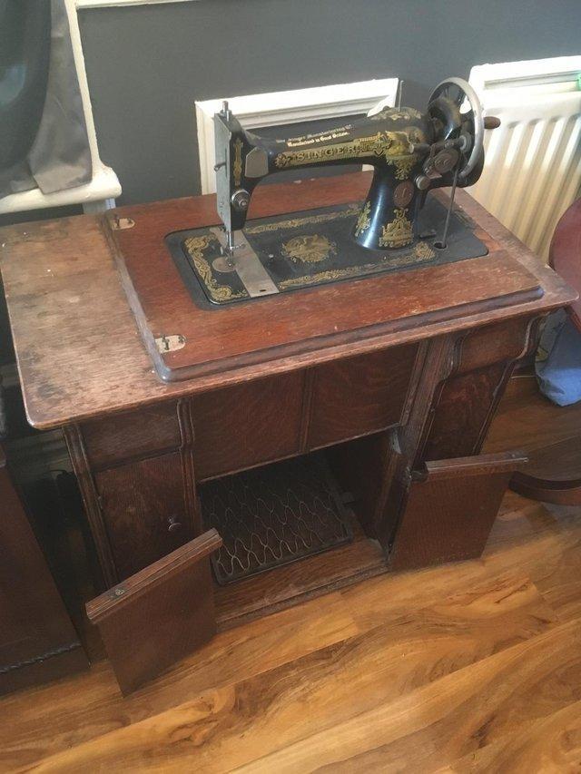 Antique 1914 Singer Sewing Machine In Cabinet + Accessories