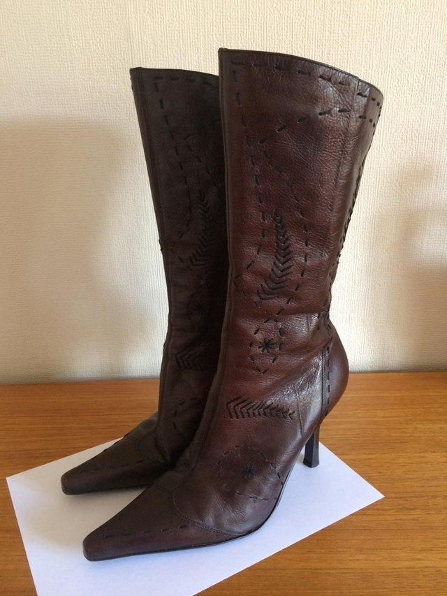 2c3b5914791 On offer you have a really beautiful pair of soft dark brown leather calf  length boots by RIVER ISLAND. SIZE EUR 39 UK 6. With attractive detailed  stitching ...
