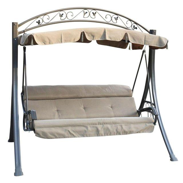 A Very Good Condition 3 Seater Garden Hammock With All The Matching  Cushions.Always Stored Away In The Garage.Never Left Out.