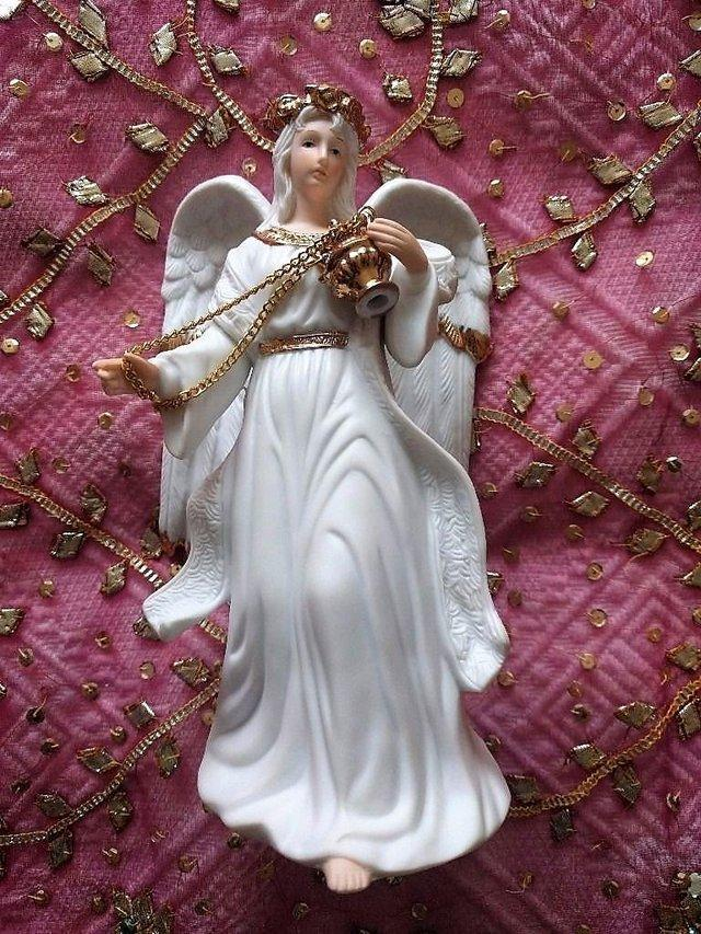 Preview of the first image of VINTAGE CHRISTMAS TRADITIONS Porcelain Angels Incense Large.