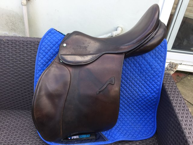 Preview of the first image of 18 inch Falcon jump gp 9 inch d to d saddle.