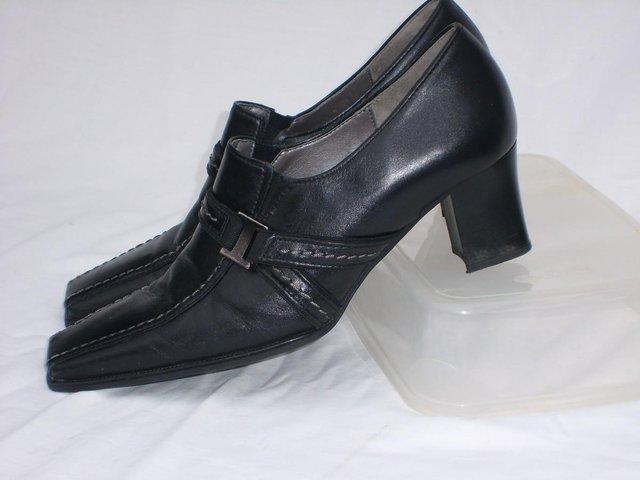 3e9681a338a womens court shoes - Second Hand Women's Footwear, Buy and Sell ...