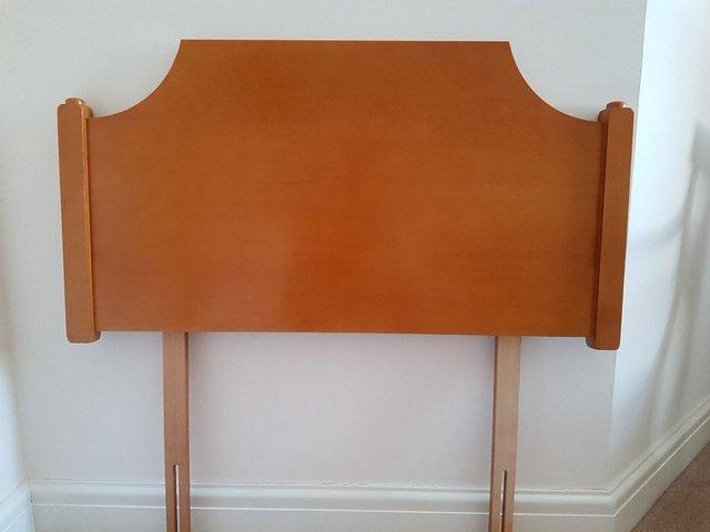 Preview of the first image of Single headboard - wood - excellent condition.