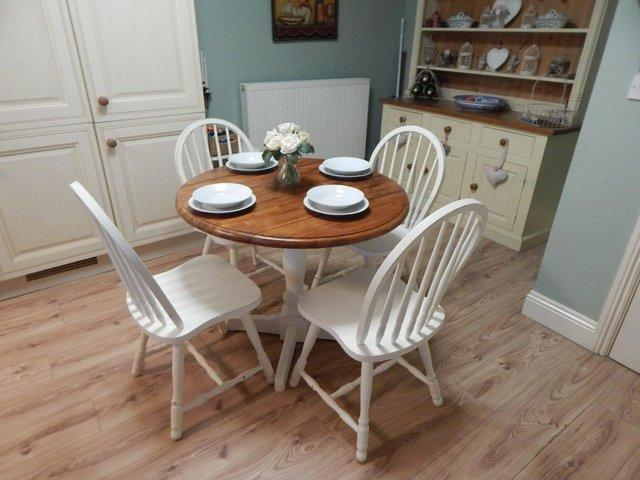 ... Dropleaf Table And 4 Chairs Finished In Antique White . This Set Will  Seat Up To 4 People And Would Be Ideal For A Smaller Kitchen / Dining Room.