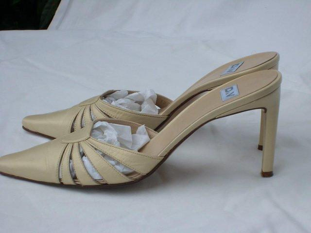 Image 2 of D & V Italian Cream Leather Mule Shoes – Size 4/37