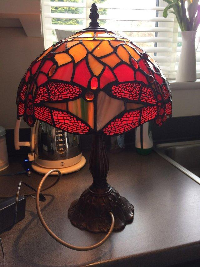 Excellent condition lead glass tiffany lamp with on off switch