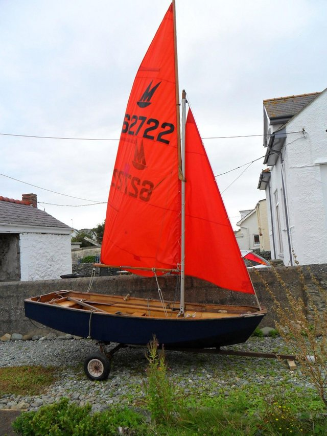Preview of the first image of MIRROR DINGHY AT TREARDDUR BAY.