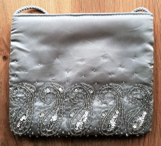 Preview of the first image of NEW DESIGNER BAG Evening Purse Grey Silver Satin Bead.